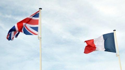 Brexit e Macron sotto tiro, ma Usa e Cina si parlano: Borse in altalena