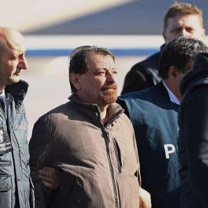 Battisti è in Italia: sconterà l'ergastolo, 6 mesi di isolamento