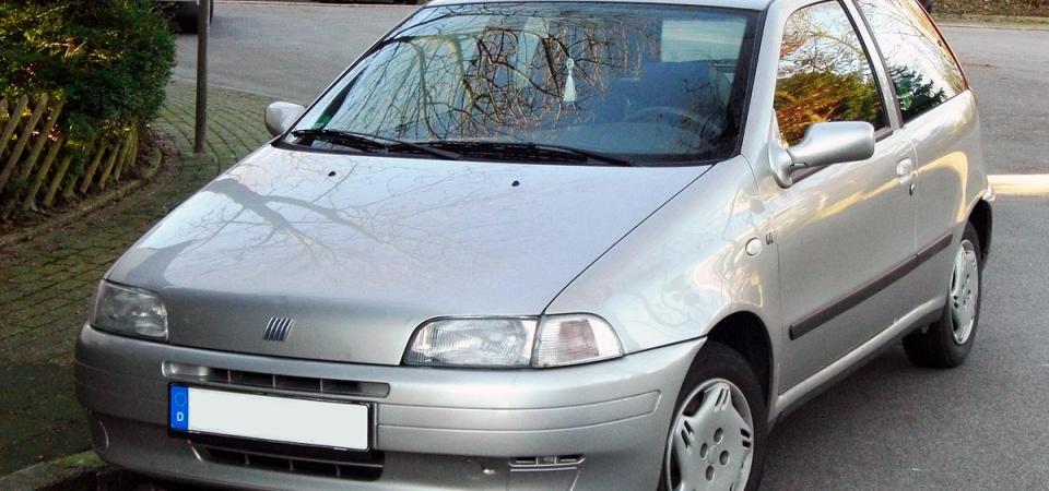 Bollo auto, scadenza 31 gennaio: sconto 50% su vecchie utilitarie