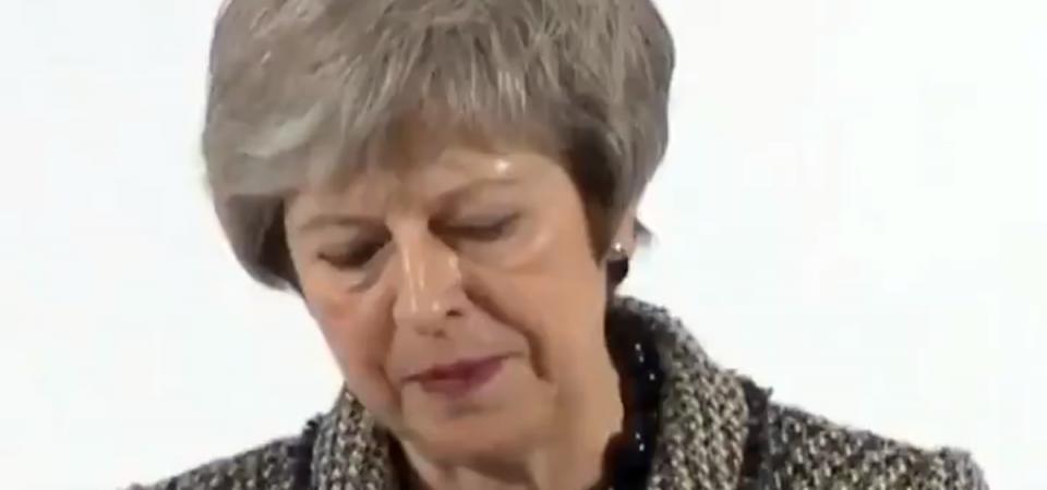 """Brexit, May al bivio: """"Rischiamo la catastrofe"""""""