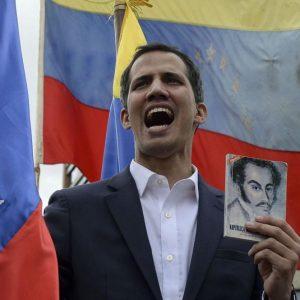 Venezuela: esercito con Guaidò, Maduro grida al golpe