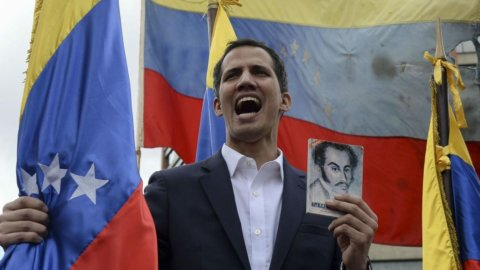 Venezuela: Maduro esautora Guaidò, russi a Caracas