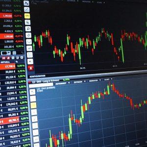 Borsa, Unicredit incassa. Frana Basf a Francoforte
