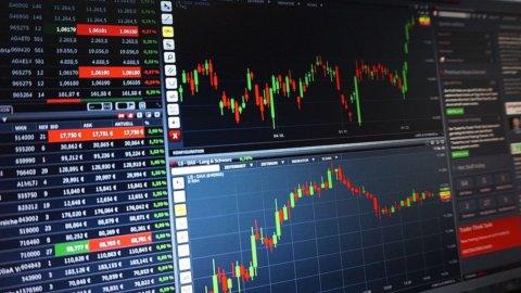 La Borsa tenta un recupero, brilla Poste