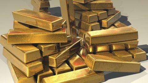 L'oro scavalca i 2.000 dollari, l'argento vola, Nasdaq al record