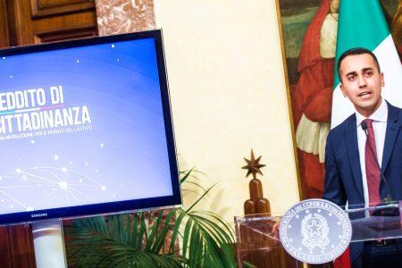 Reddito di cittadinanza e servizio civile: la stretta della Lega