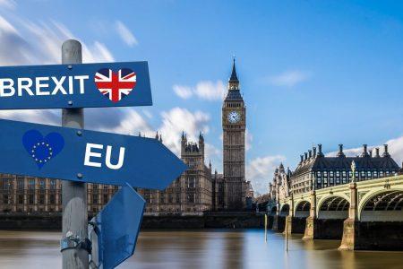 Brexit, si tratta ad oltranza. La crescita rallenta ma le Borse corrono
