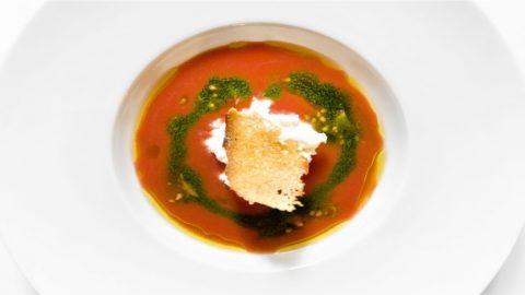 La ricetta di Gianni Dezio: crema di pomodoro, stracciata e basilico