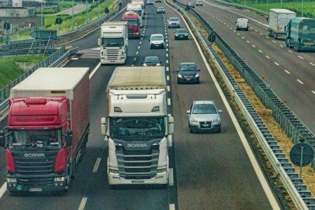 Emissioni CO2, Ue introduce limiti anche per camion