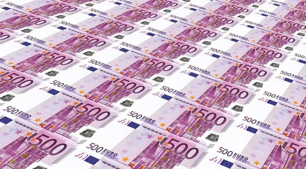 una quantità esagerata di banconote da 500 euro