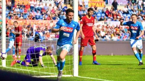 Napoli espugna Roma, giallorossi fuori dalla zona Champions