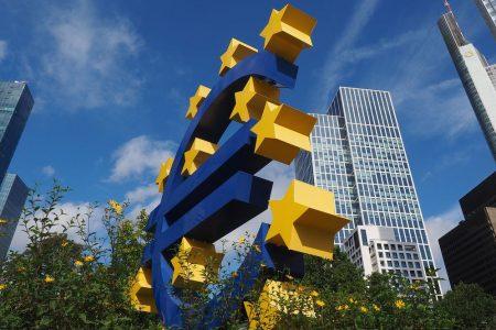 "Bce: Pil Eurozona rallenta ancora, ""bazooka"" in arrivo"