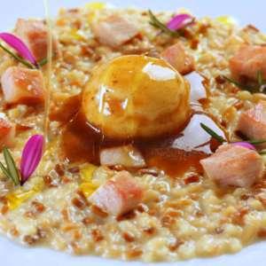 La ricetta di Claudio Ruta: Corallini risottati, maialino, frozen di  ragusano