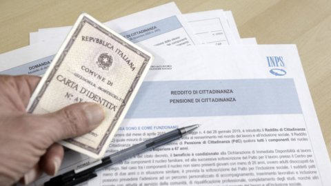 Reddito di cittadinanza, lavori utili al via: obbligo, esonero, regole