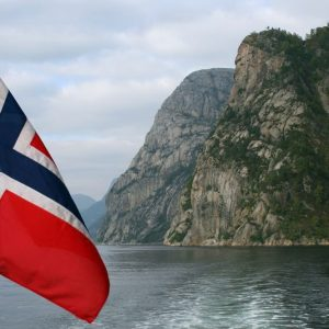 Fondo Norvegia: via al (parziale) addio al petrolio
