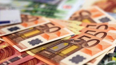 Conti correnti più cari: costano 7,5 euro in più