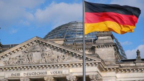 Il voto tedesco rassicura le Borse, lo spread Btp-Bund non cambia, Unicredit +5%