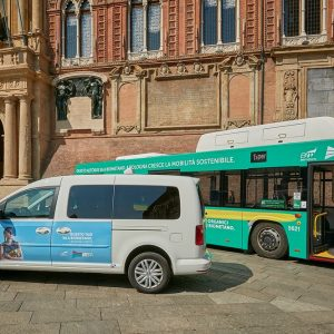 Bologna, cresce la mobilità sostenibile con Hera: bus e taxi a biometano