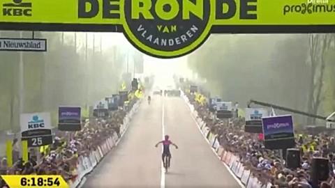 """Giro delle Fiandre: Bettiol batte tutti sui mitici """"muri"""""""