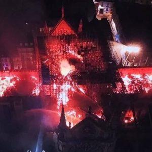 Notre-Dame, il Lusso per il restauro: 300 milioni da Kering e Lvmh