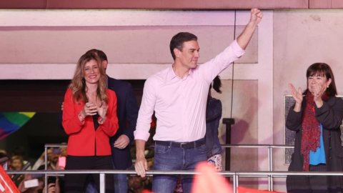 Spagna, verso un monocolore socialista a geometria variabile