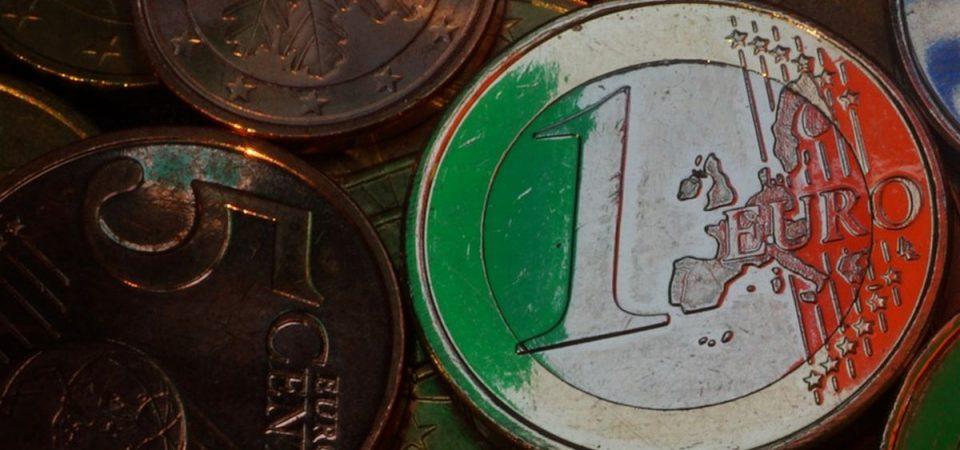 L'euro scende, lo spread sale, banche e Borse soffrono