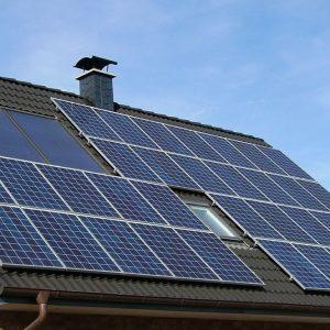 Bollette, con l'energia fai-da-te si risparmiano mille euro l'anno