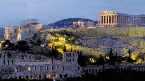 Italia, spread peggio della Grecia e Pil quasi a zero: Borsa in rosso
