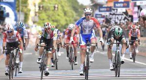 Il ciclista Demare al Giro d'Italia