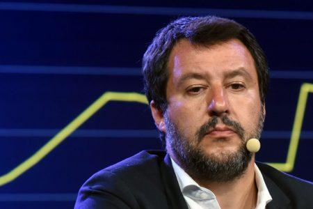 Salvini sotto assedio sulla Russia, fa il premier sulla Manovra