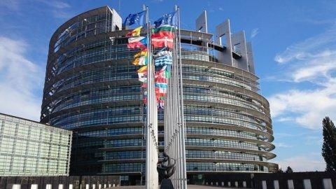 Europa: i sovranisti non sfondano ma Popolari e Socialisti senza maggioranza