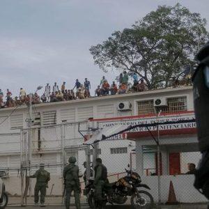 Venezuela in fiamme: rivolta in carcere, morti 30 detenuti