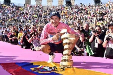 Giro: Carapaz trionfa, Nibali e Roglic sul podio