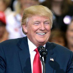Trump sorride alla Cina sui dazi ma striglia la Fed