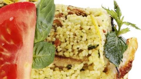 La ricetta di Filippo La Mantia: couscous di kamut con pesto di pachino, basilico e melanzane