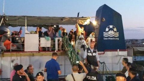 Sea Watch: migranti sbarcano, arrestata la capitana