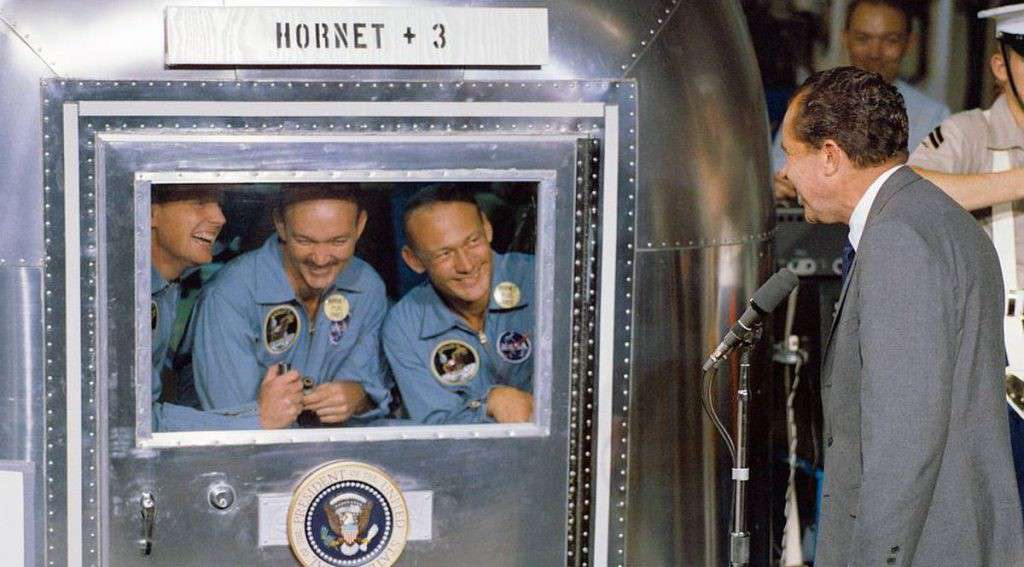 Il presidente Nixon accoglie gli astronauti di ritorno dalla Luna