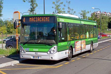 Biglietti bus e metro: rivoluzione a Milano, prezzo va a 2 euro