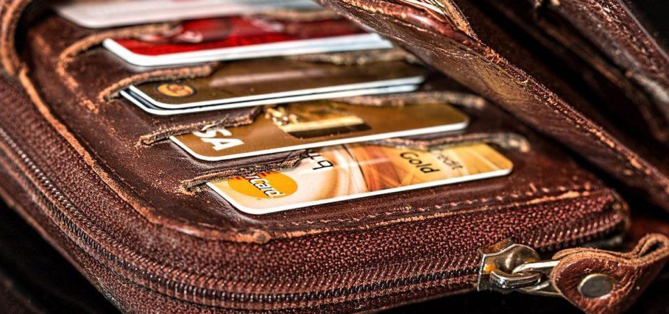 Carte e bancomat: dagli sconti alle sanzioni, le novità in manovra