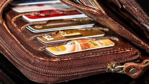 """Stop contanti: una """"carta unica"""" come bancomat e documento"""