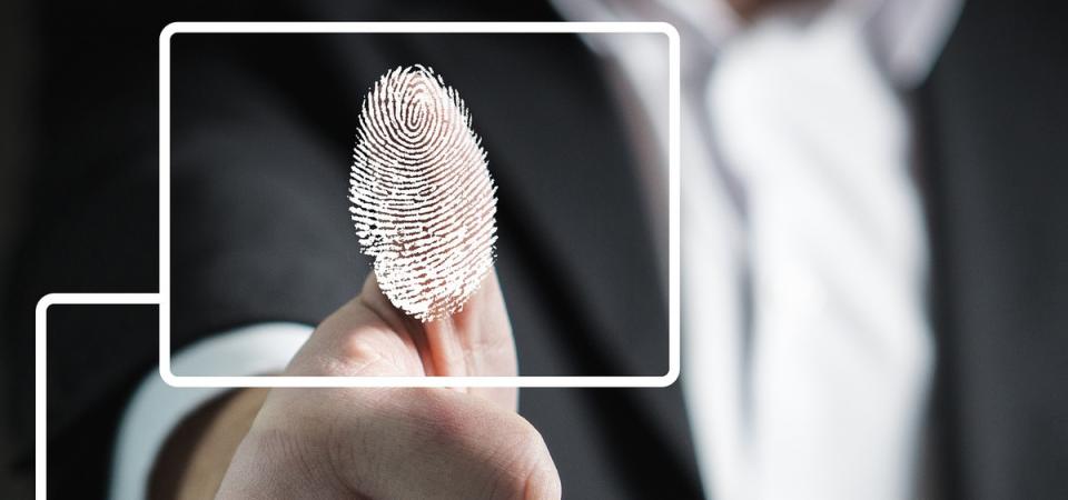 Statali: impronte digitali contro i furbetti del cartellino, addio badge