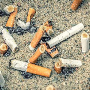 Sigarette, parte campagna contro i mozziconi in spiaggia