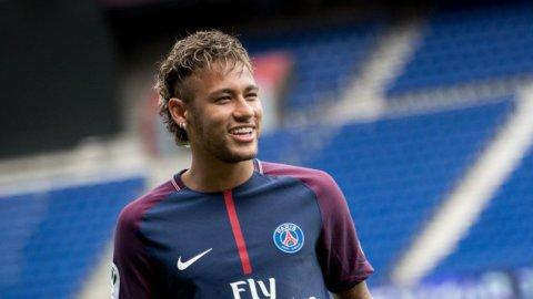 Neymar torna al Barcellona e rimette in pista Dybala e Icardi