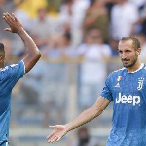 La Juve espugna Parma, il Napoli vince a Firenze tra i veleni e sabato è supersfida
