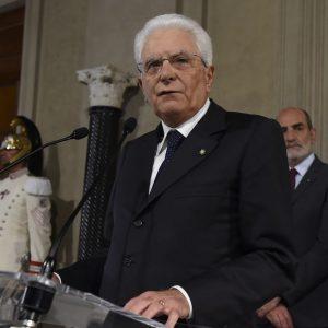 """La crisi si ingarbuglia: Mattarella vuole """"decisioni chiare"""" per martedì, sennò elezioni"""