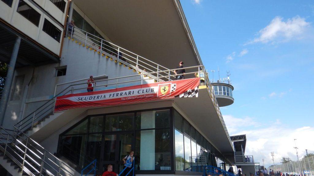 Striscione Scuderia Ferrari Club