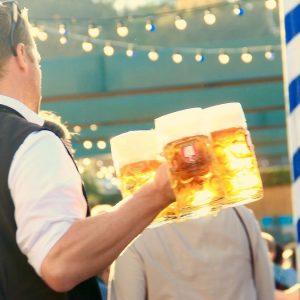 Oktoberfest, la birra è più cara ma non ferma i consumi