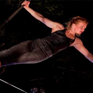 Johanne Humblet, funambolista belga appesa a un filo che va verso l'ignoto