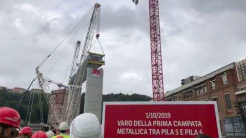 """Genova, nasce il nuovo ponte ma Conte: """"Revoca concessioni"""""""