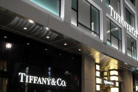 Tiffany: Lvmh offre un miliardo di dollari in più ma non basta